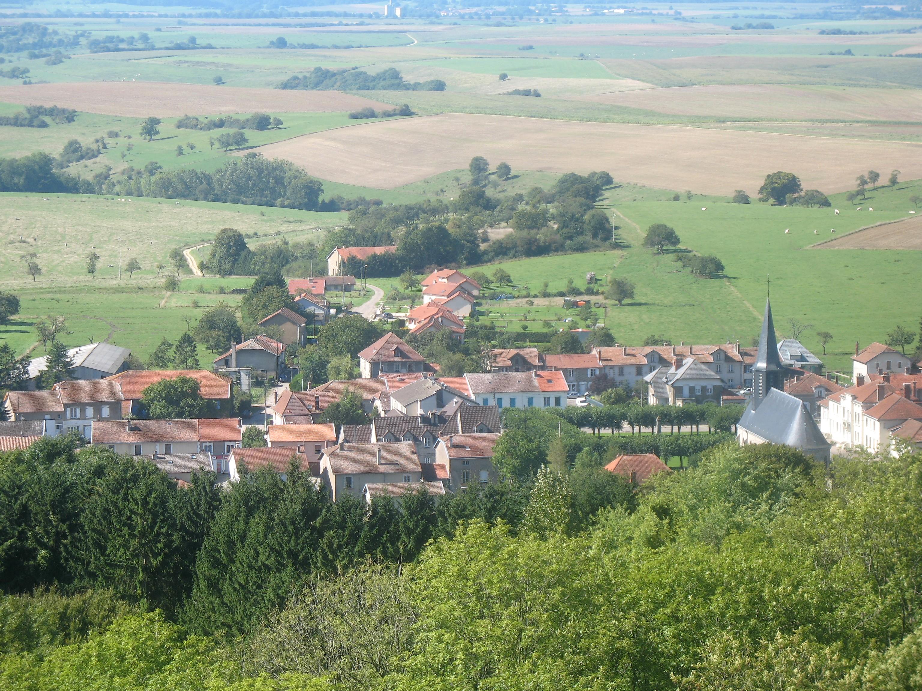 Une vue de la Tour de Montfaucon d'Argonne.